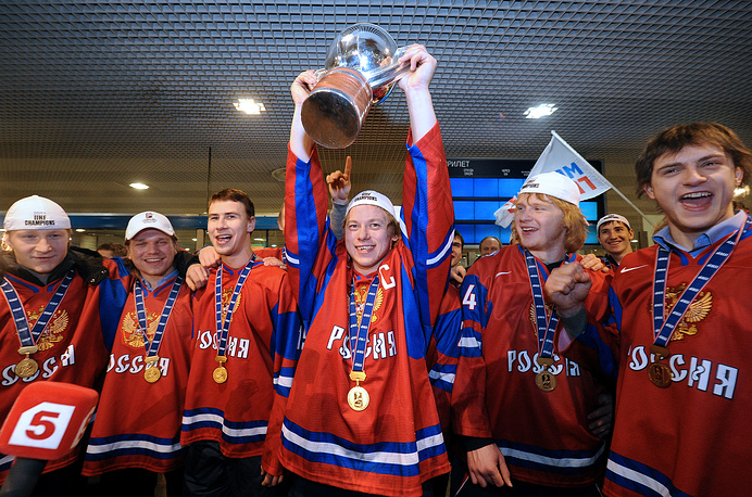 Финал чемпионата мира по хоккею среди молодежных команд 2011 г. состоялся 5 января в городе Буффало (США). После двух периодов российские хоккеисты проигрывали канадцам со счетом 0:3, однако в третьем отрезке матча сборной России удалось в течение пяти минут забросить три шайбы и сравнять счет. На 56-й минуте Артемий Панарин оформил дубль и вывел россиян вперед. Окончательный счет матча установил Никита Двуреченский – 5:3. Молодежная сборная России выиграла чемпионский титул впервые с 2003 г