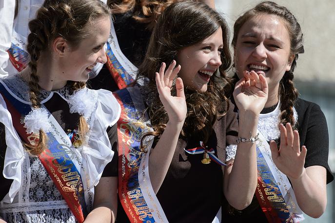 Выпускницы гимназии №35 во время торжественных мероприятий в честь окончания учебного года, Екатеринбург
