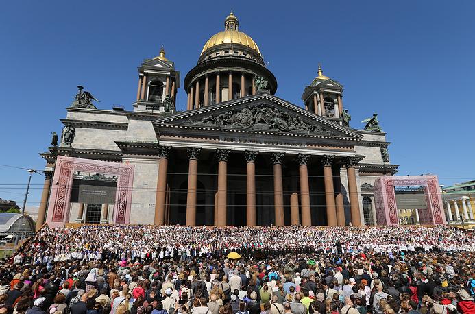 Концерт сводного хора на Исаакиевской площади  в Санкт-Петербурге