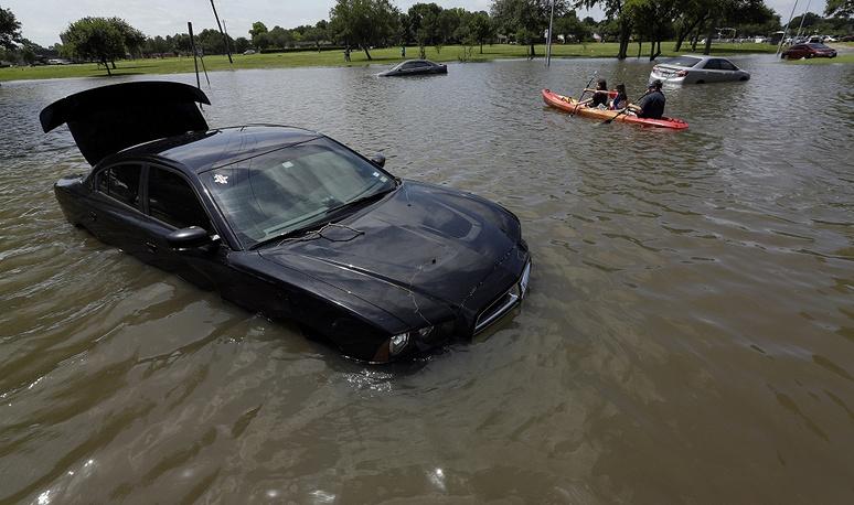 28 мая стало известно, что число жертв наводнений в Техасе и Оклахоме достигло 21 человека. Пропавшими без вести числятся 11 человек