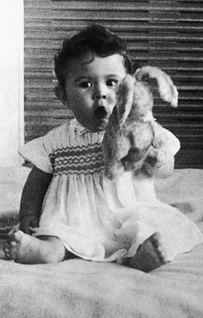 Египетская принцесса Фериал, старшая дочь короля Фарука, в возрасте 9 месяцев, 1939 год