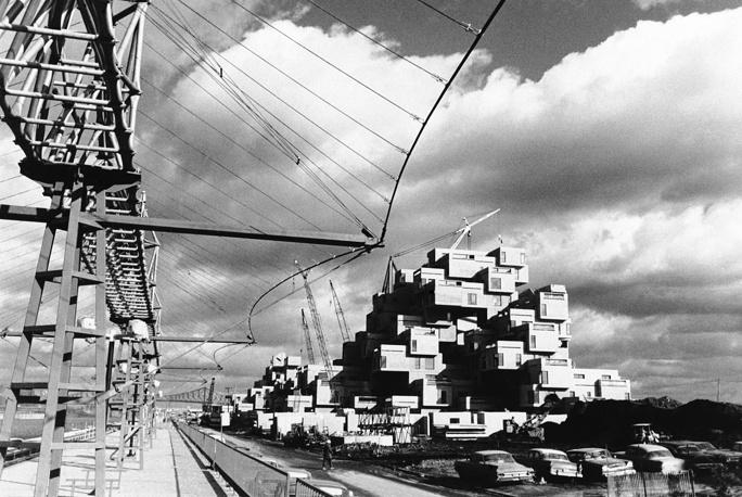 Одной из самых успешных Всемирных выставок считается Expo в Монреале (Канада) 1967 г.  В ней приняли участие 62 страны. На выставке был установлен рекорд посещения в течение одного дня, когда на третий день на выставку пришло 569 тыс. посетителей. Всего за время работы здесь побывало  более 50 млн человек. Темой выставки стали дома и жилое строительство. На фото: жилой комплекс Хабитат, спроектированный к выставке архитектором Моше Сафди