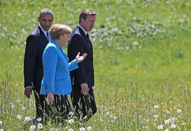 Общественный порядок на юге Германии в дни саммита обеспечивали около 30 тыс. сотрудников полиции. На фото: президент США Барак Обама, канцлер Германии Ангела Меркель и премьер-министр Великобритании Дэвид Кэмерон