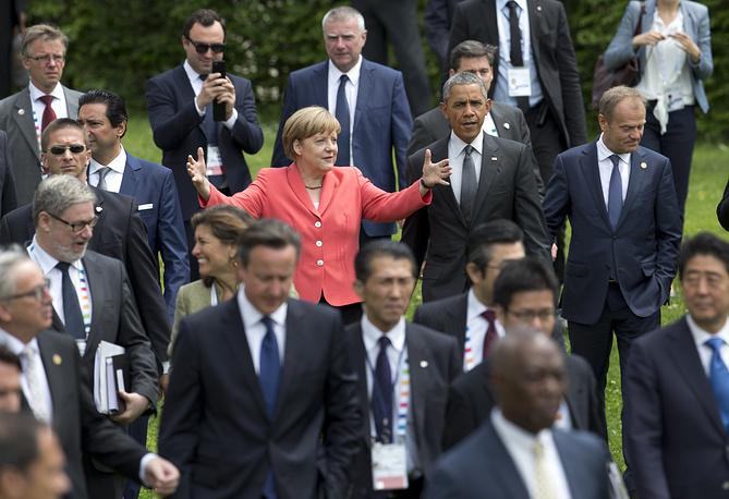 """8 июня на юге Германии завершился двухдневный саммит глав государств и правительств стран G7. По итогам переговоров """"большая семерка"""" приняла коммюнике, в котором связала возможную отмену санкций против России с выполнением Москвой минских договоренностей по урегулированию ситуации на Украине"""