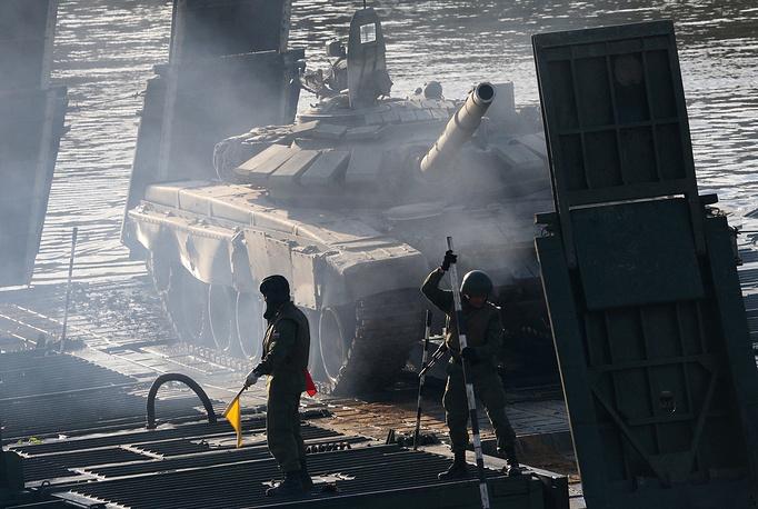 """На площадки форума были передислоцированы зенитные ракетные комплексы С-400 """"Триумф"""", радиолокационные системы и комплексы """"ВВО"""", """"Небо- М"""", """"Каста 2-2"""", """"Подлет-К1"""", оперативно-тактический ракетный комплекс """"Искандер-М"""" и другие"""