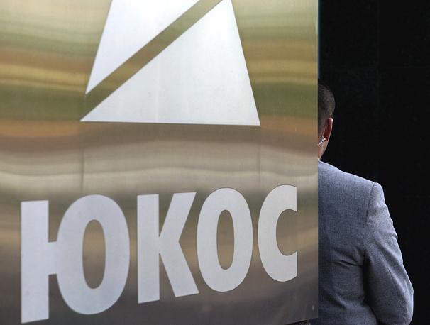 """17 июня стало известно, что судебные приставы в Бельгии пытаются использовать российское имущество для погашения претензий компании Yukos Universal Limited в рамках решения третейского суда в Гааге. Действия по замораживанию российских активов также были предприняты во Франции. Помощник президента РФ Андрей Белоусов подчеркнул, что притязания на российское имущество в Бельгии и Франции незаконны и будут оспариваться. Глава МИД РФ Сергей Лавров заявил, что ответом России будет """"негативная взаимность"""""""