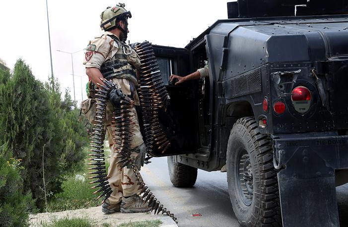 """Нападение совершили семь боевиков движения """"Талибан"""". Как сообщил представитель МВД страны, все они были уничтожены силами спецназа"""