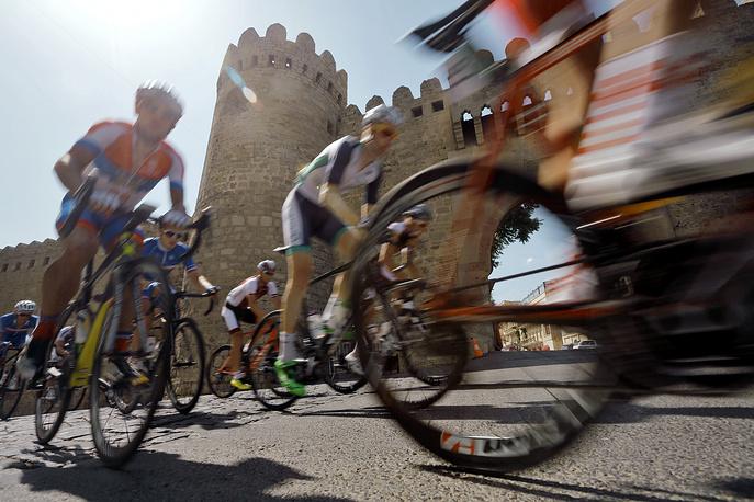 Велосипедисты во время соревнований на Играх-2015 в Баку