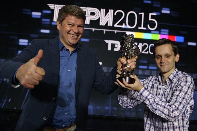 Лауреат премии ТЭФИ спортивный комментатор Дмитрий Губерниев (слева)
