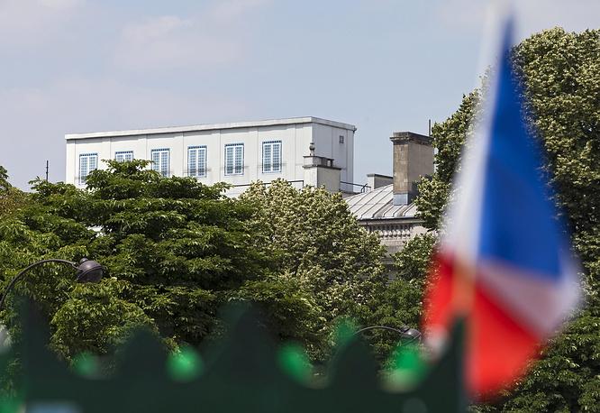 24 июня сайт Wikileaks сообщил, что Агентство национальной безопасности США вело разведывательную деятельность в отношении трех президентов Франции - Жака Ширака, Николя Саркози и Франсуа Олланда. На фото: посольство США во Франции