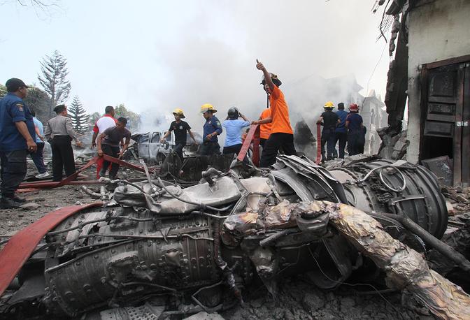 В результате погибли по меньшей мере 113 человек