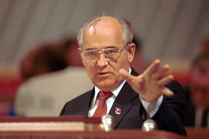 Горбачеву удалось отстоять свою позицию, и его переизбрали на должность генсека партии