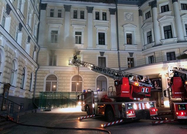 В ночь на 30 июня в Московской консерватории, где в эти дни проводился 15-й международный конкурс им. Чайковского, произошел пожар. Возгорание возникло в помещении, которое находилось на реконструкции. Пожарным удалось отстоять здание от пламени
