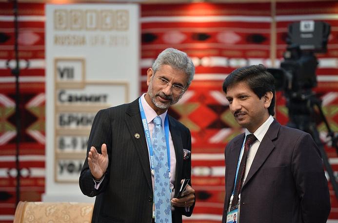 Члены индийской делегации во время встречи лидеров БРИКС в узком составе