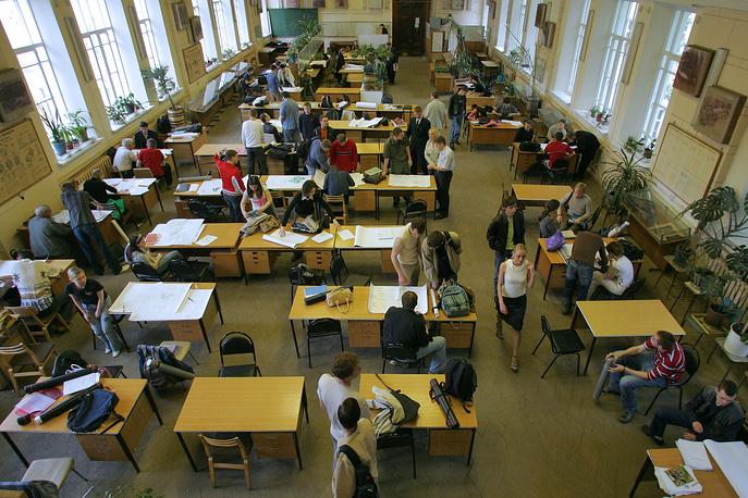 Студенты Московского государственного технического университета им. Н.Э. Баумана перед экзаменом, 2006 год