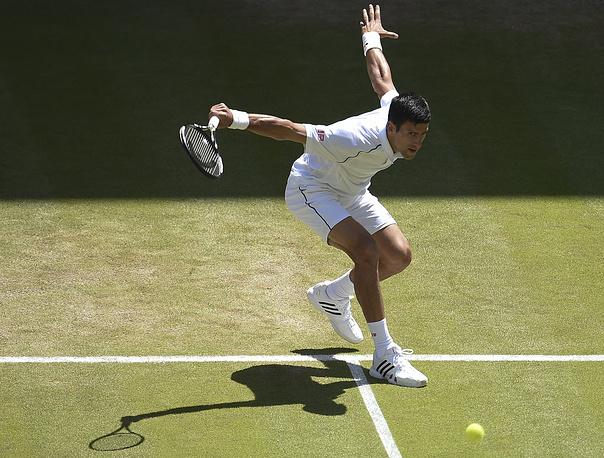 Сербский теннисист Новак Джокович во время одного из матчей на турнире