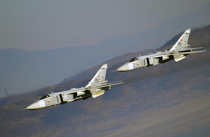Су-24 предназначен для нанесения ракетно-бомбовых ударов в простых и сложных метеоусловиях, днем и ночью, в том числе на малых высотах с прицельным поражением наземных и надводных целей