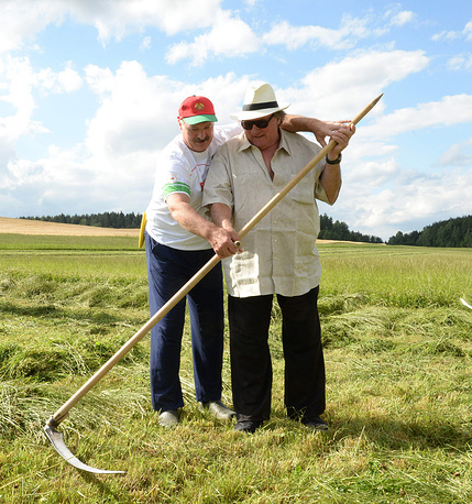 Президент Белоруссии Александр Лукашенко и актер Жерар Депардье
