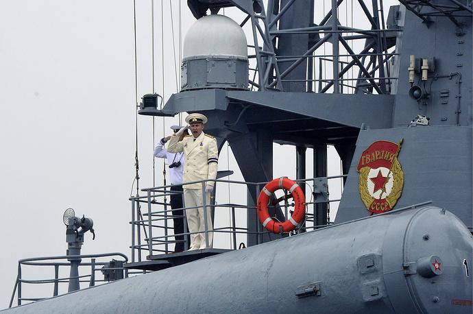 Моряки ВМФ РФ на ракетном катере проекта 12411М
