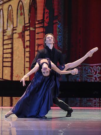 """Санкт-Петербург, олицетворяющий смешение культур был представлен на церемонии фрагментом из балета """"Анна Каренина"""" в постановке Бориса Эйфмана"""