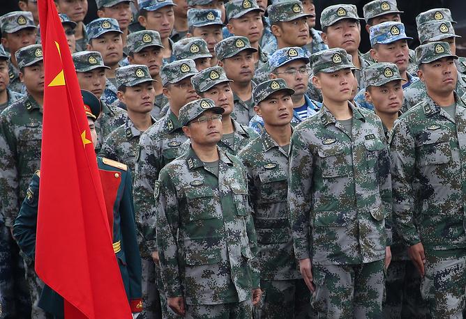 Военнослужащие вооруженных сил Китая на торжественной церемонии открытия первых Армейских международных Игр-2015 на полигоне Алабино