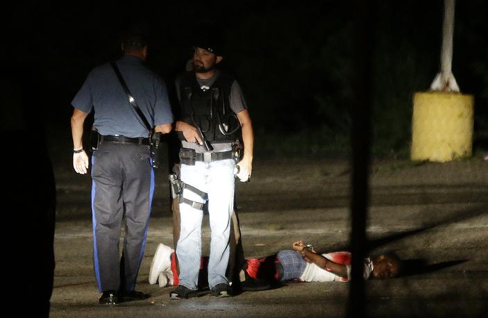 9 августа газета The Washington Post сообщила, что у темнокожего американца шанс нарваться на пулю полицейского в США в семь раз выше, чем у белого