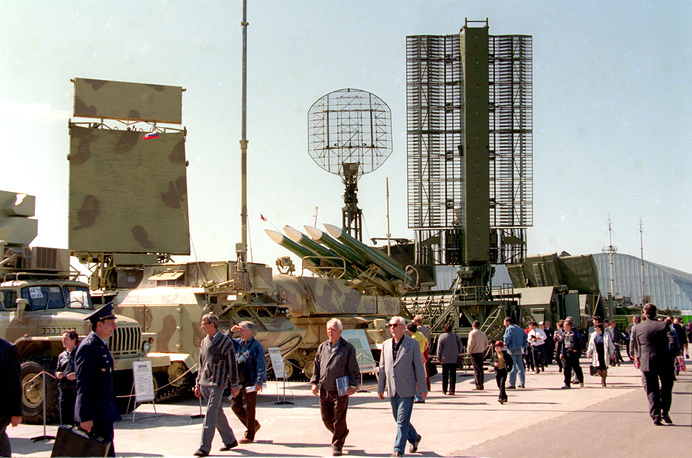 МАКС-1997: один из разделов на международном авиакосмическом салоне