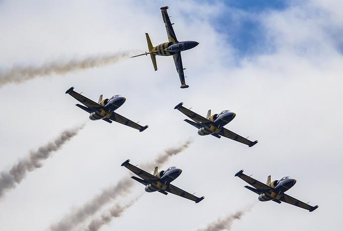 """Пилотажная группа """"Балтийские пчелы"""" на самолетах L-39"""