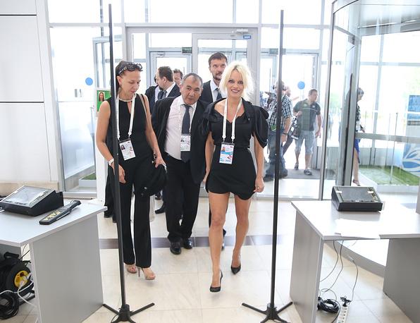 Памела Андерсон (справа) на Восточном экономическом форуме во Владивостоке