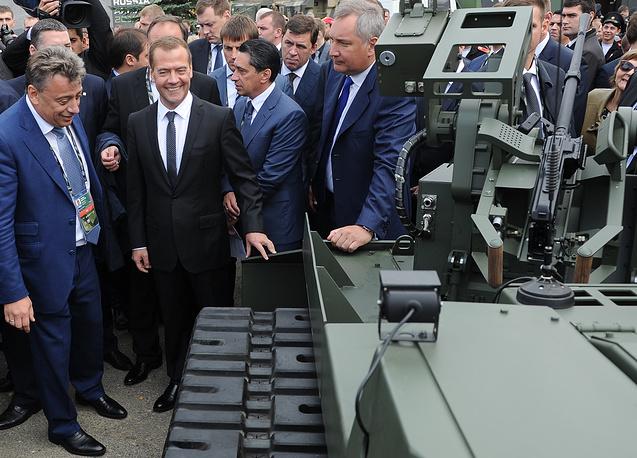 """""""Выставка в Нижнем Тагиле - это всегда интересное полноценное военное шоу, но не ради того, чтобы просто что-то продемонстрировать: многие специалисты ценят нашу выставку за мультиформатность, то, что она сочетает силовую и информационную программу, открывает доступ профессионалам ко всему, что может предложить наша страна для обеспечения обороноспособности своих рубежей и стран-партнеров"""", - сказал Медведев"""