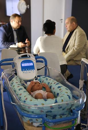 Один из экспонатов: обогреватель для новорожденных УОМЗ детский неонатальный