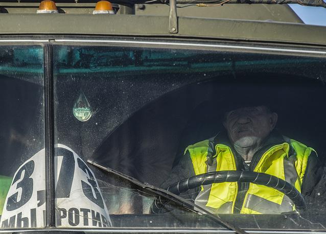 """Во время массовой акции протеста дальнобойщиков на трассе Р-254 """"Иртыш"""" в связи с введением покилометровой оплаты проезда с 15 ноября для транспортных средств массой свыше 12 тонн"""
