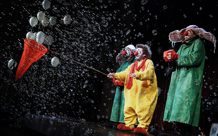 Актеры труппы Славы Полунина на вечере в честь 79-летия Центрального Дома Актера имени А.А. Яблочкиной, Москва, 15 февраля
