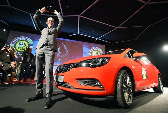 Глава Opel Карл-Томас Нойманн во время презентации Opel Astra, признанного автомобилем года на конкурсе European Car of the Year 2016