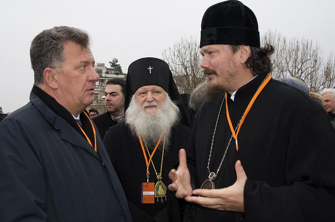Вице-премьер РФ, руководитель аппарата правительства РФ Сергей Приходько (слева) и епископ Корсунский Нестор (справа)