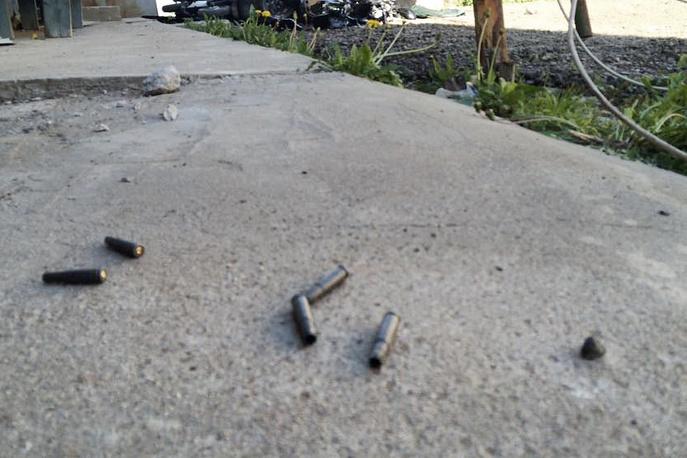 Гильзы на месте массовой драки со стрельбой на Хованском кладбище