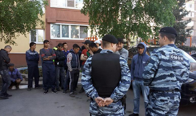 """Задержанные на месте массовой драки со стрельбой на Хованском кладбище в ОВД """"Коммунарский"""""""