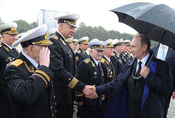Владимир Путин поздравляет военнослужащих с Днем Военно-морского флота России