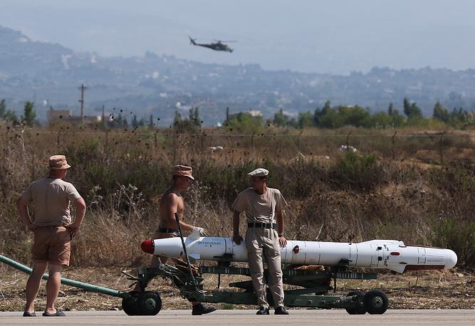 На авиабазе Хмеймим в Сирии развернуты десятки объектов инфраструктуры, склады материальных средств, в том числе для ракет и боеприпасов