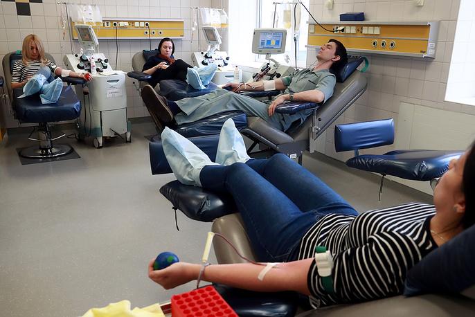 Каждый день в одной операционной успевают сдать кровь 70–80 человек