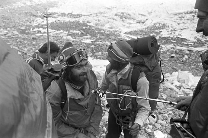 Михаил Туркевич (на первом плане) был во второй двойке покорителей Эвереста. Он и его товарищ Сергей Бершов взошли на вершину в ночь на 5 мая