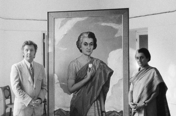 Премьер-министр Индии Индира Ганди и художник Илья Глазунов у написанного портрета, 1973 год