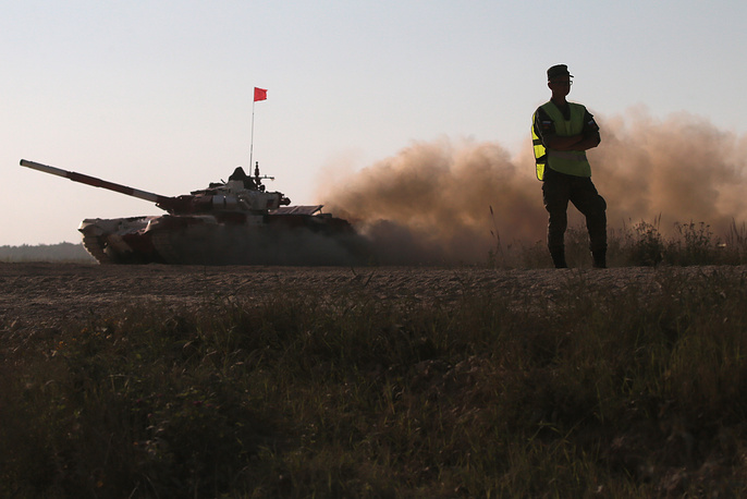 Экипаж команды из России на танке Т-72Б3