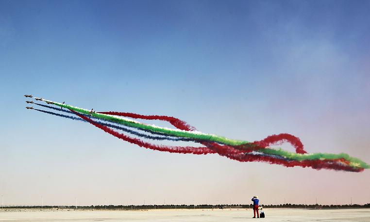 Самолеты Aermacchi MB-339 пилотажной группы ВВС ОАЭ Al Fursan