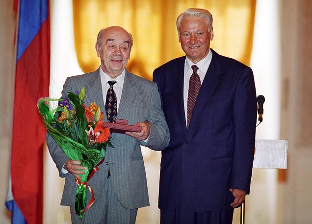 """С президентом РФ Борисом Ельциным во время награждения орденом """"За заслуги перед Отечеством"""", 1997 год"""