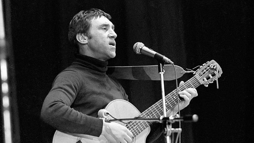 Владимир Высоцкий во время выступления