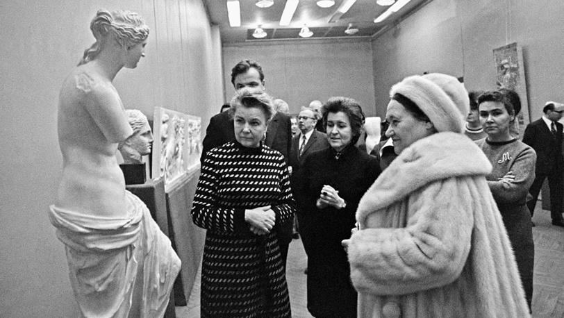 Е.Фурцева и И.Антонова (в центре) и французская художница Н.Леже в музее. 1973 год