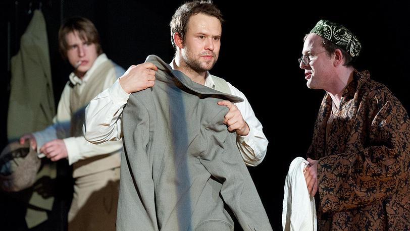 Максим Блинов (Разумихин), Кирилл Плетнев (Раскольников) и Федор Лавров (Порфирий)