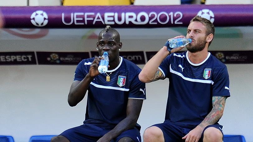 Игроки сборной Италии Марио Балотелли и Даниэле де Росси
