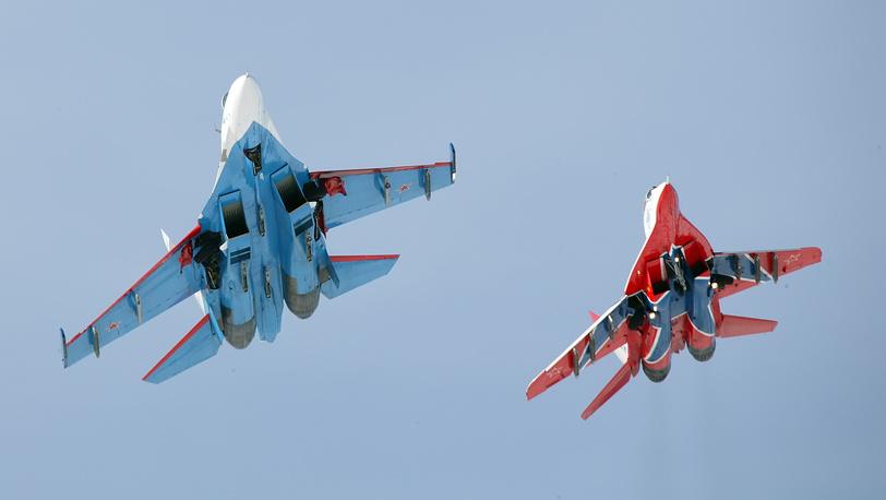 """Су-27 и МиГ-29 АГВП """"Русские витязи"""" и """"Стрижи"""""""